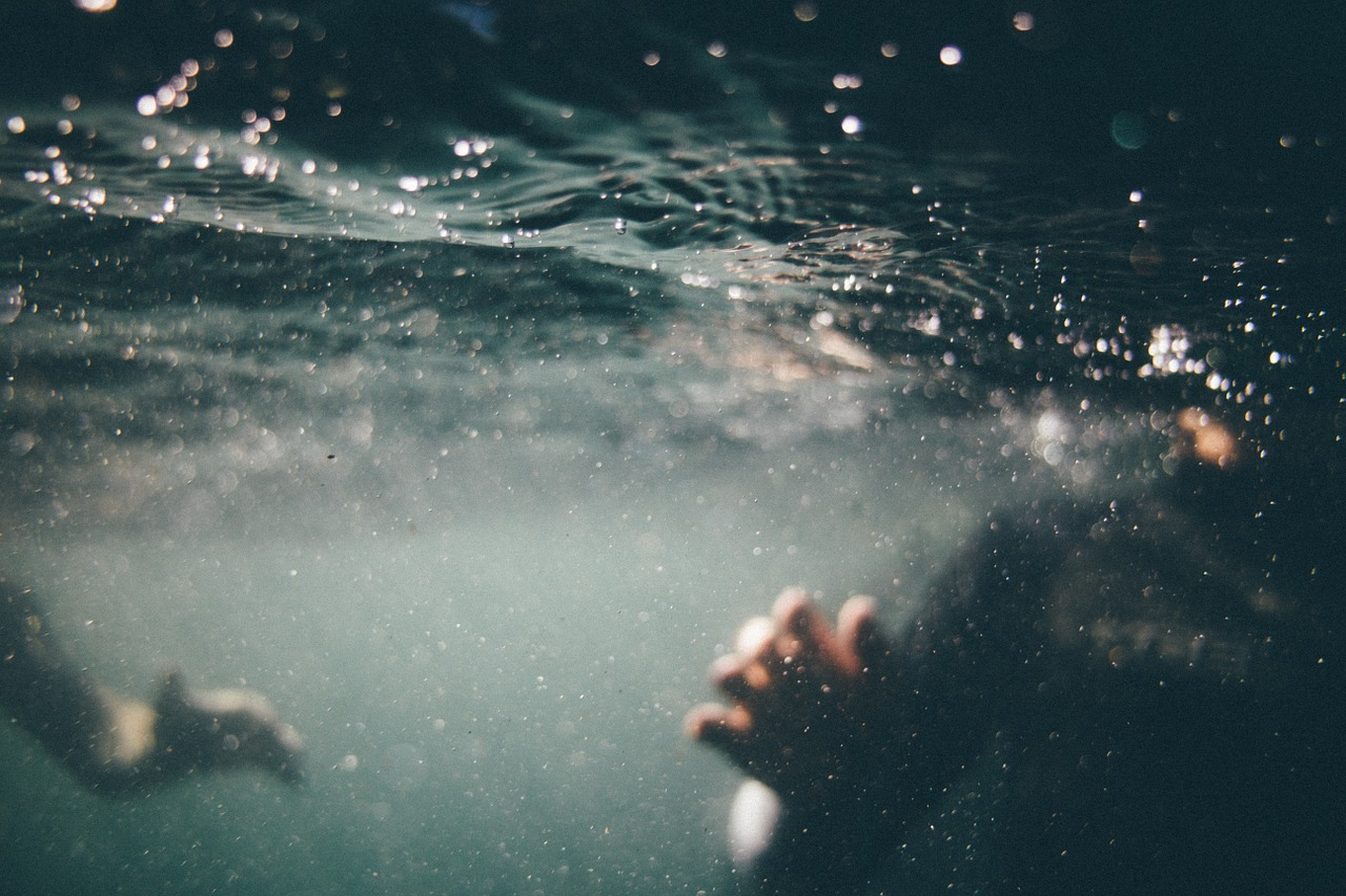 mimpi berenang