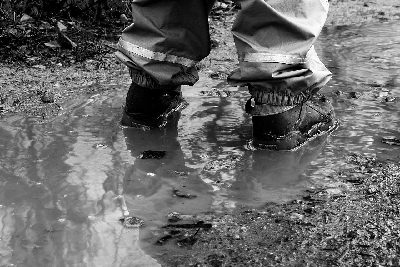 mimpi berjalan di air keruh