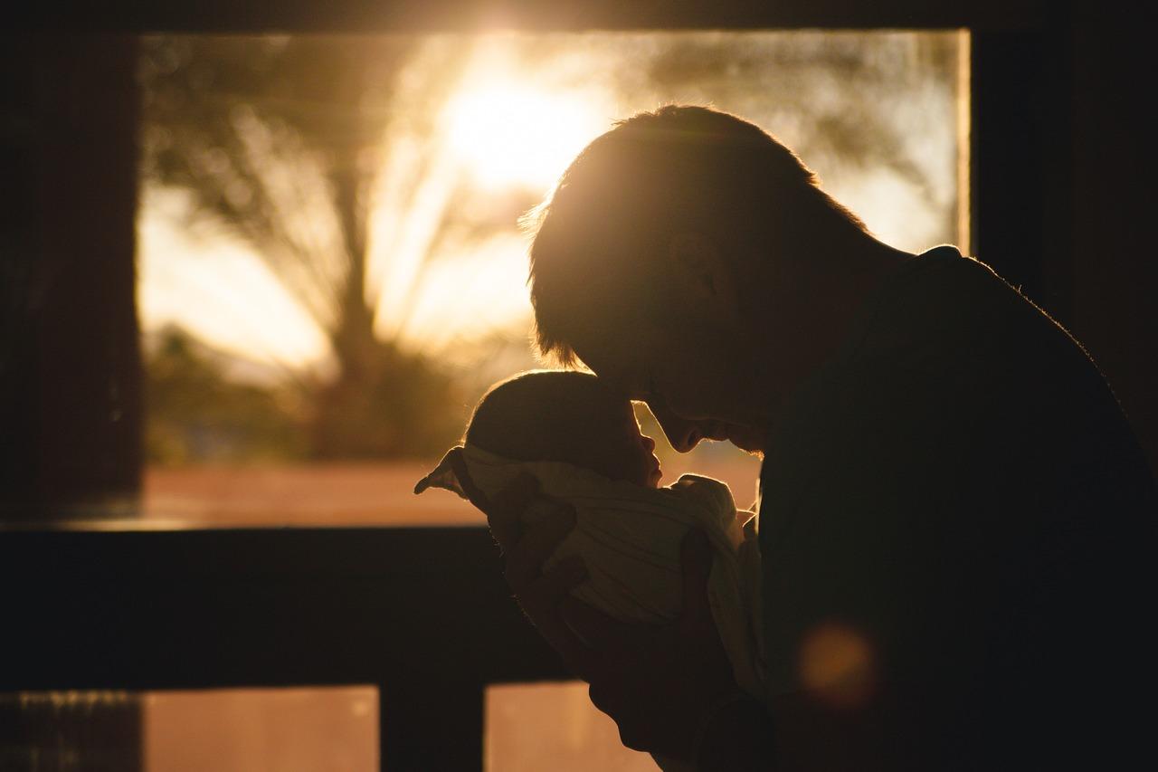 mimpi menggendong bayi