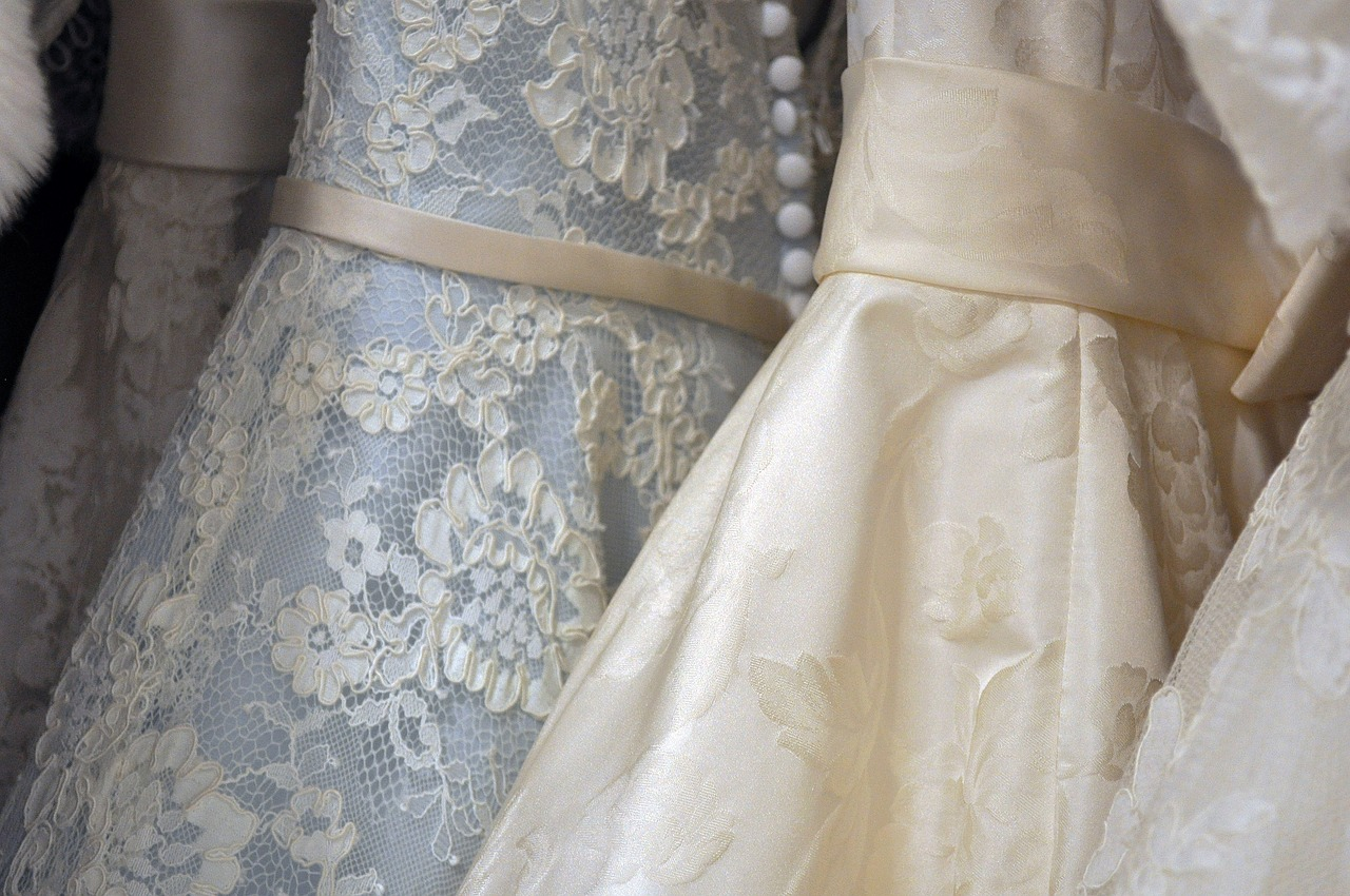 Maksud & Arti Mimpi Memakai Gaun Pengantin Warna Putih  Paramimpi