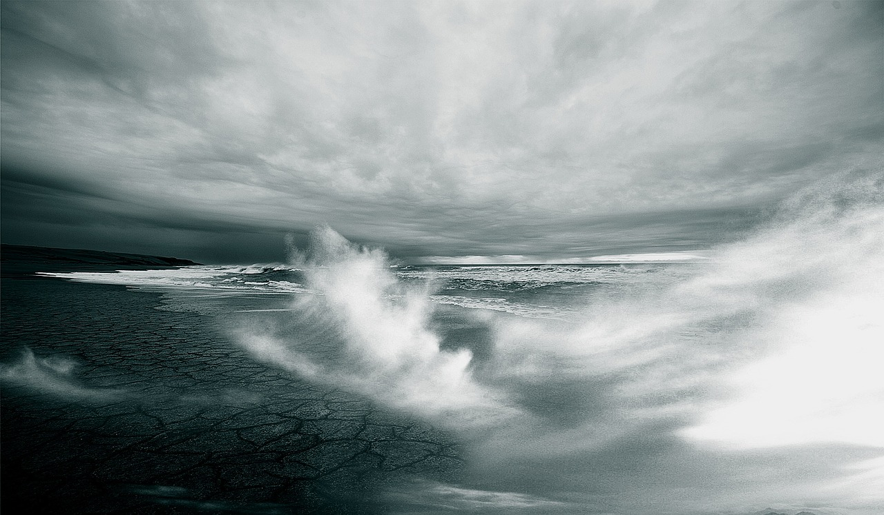 Apa Arti Mimpi Ombak Lautan?