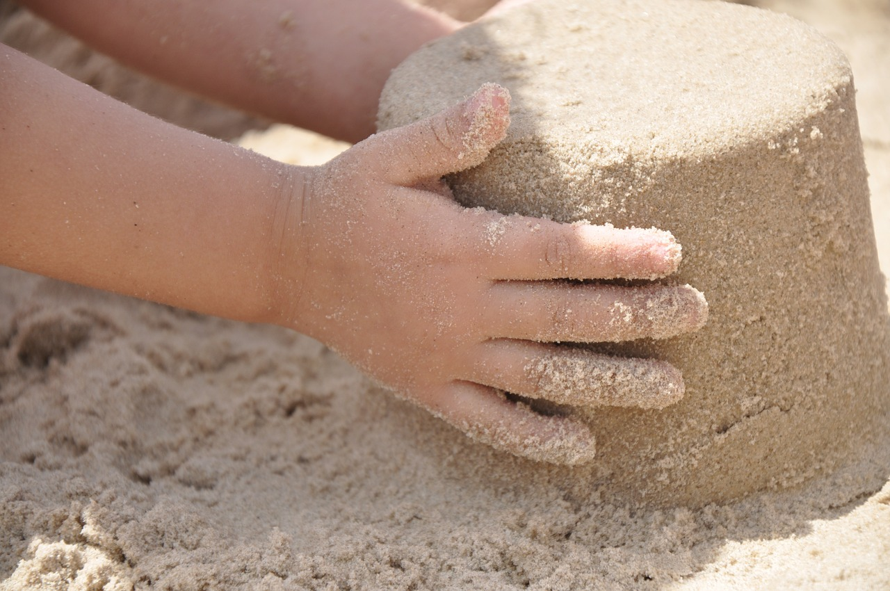 mimpi main pasir