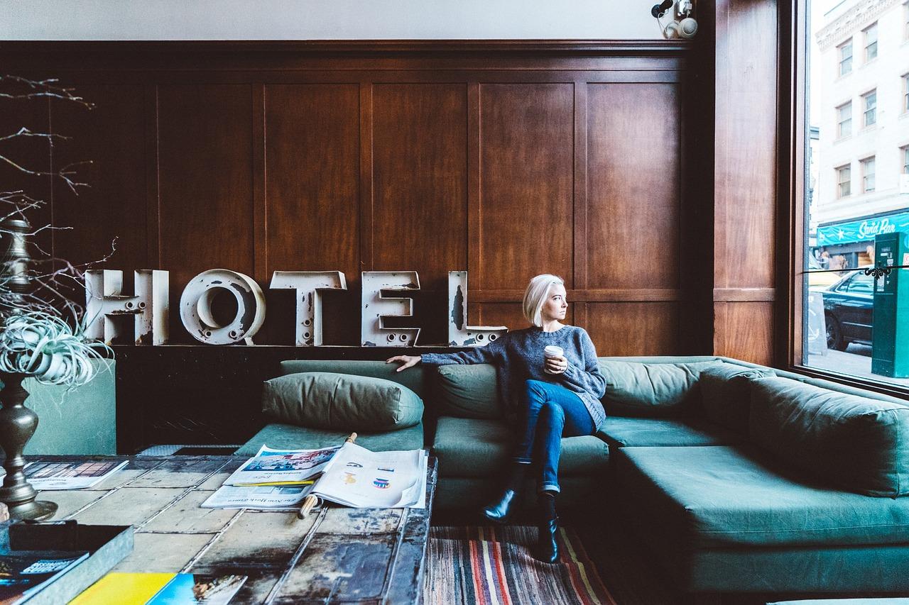 mimpi menginap di hotel